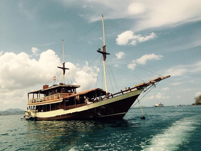 komodo diving cruise or resort diving