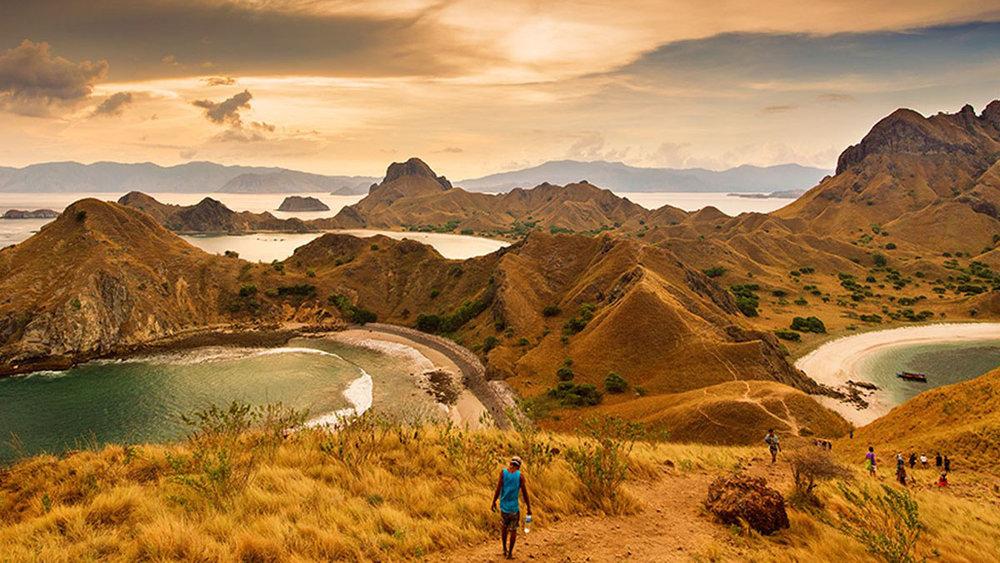 Komodo tour - Trekking in Padar Island   Hello Flores
